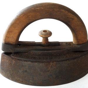 Antique Colebrookdale sad iron primitive household